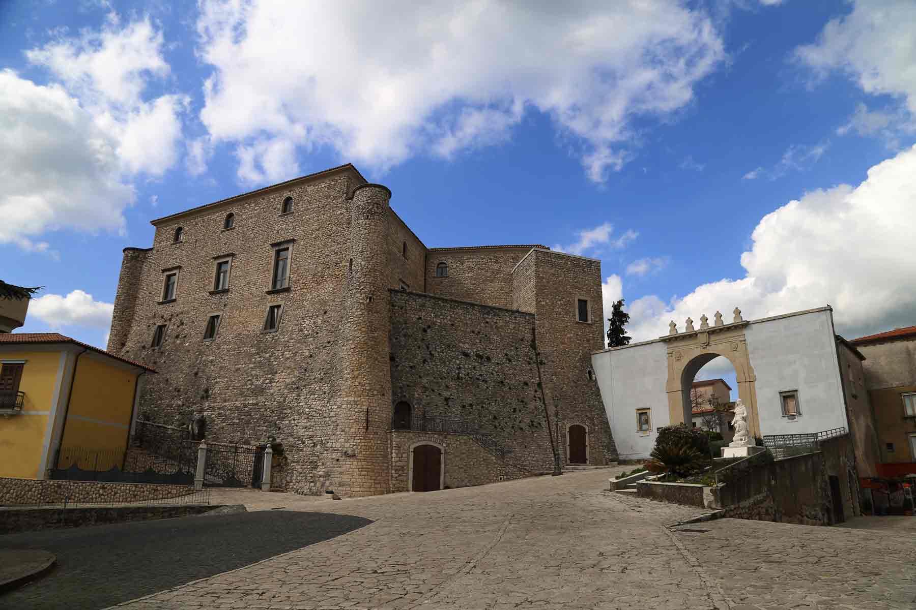 Info Irpinia - Sezione IrpiniaBox - Montemiletto - Castello della Leonessa